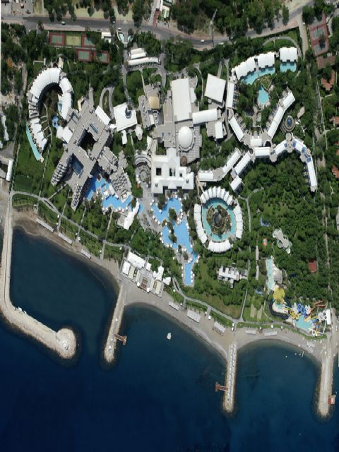 HOTELS & RESORTS  SUNGATE PORT ROYAL  180.000   m2